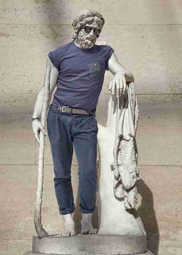 Διάσημα αγάλματα ντυμένα χίπστερ