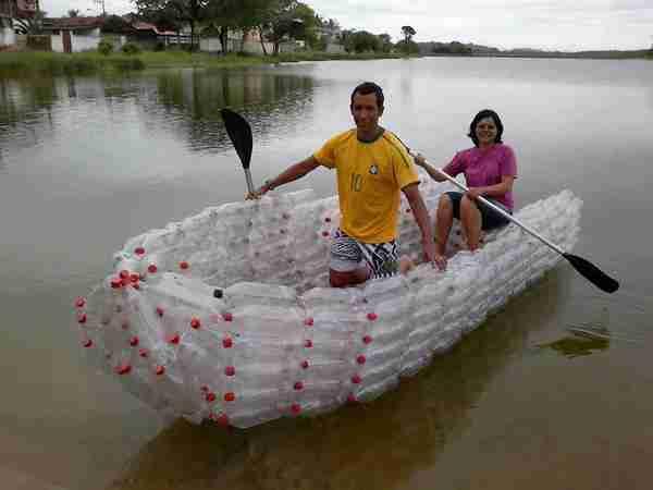 Βάρκα από πλαστικά μπουκάλια