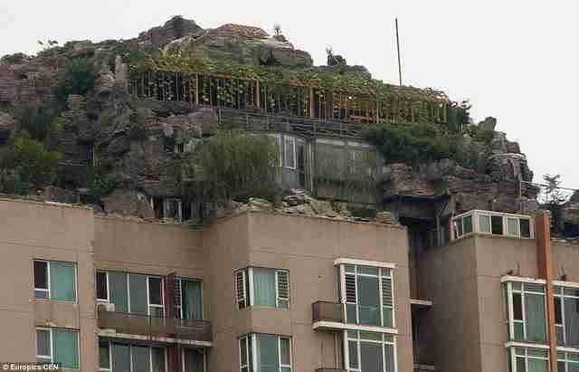 Κινέζος έφτιαξε βίλα στην ταράτσα πολυκατοικίας