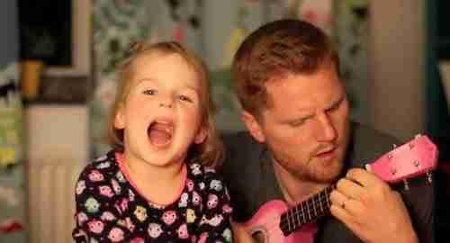 Μπαμπάς τραγουδάει μαζί με την 4χρονη κόρη του!