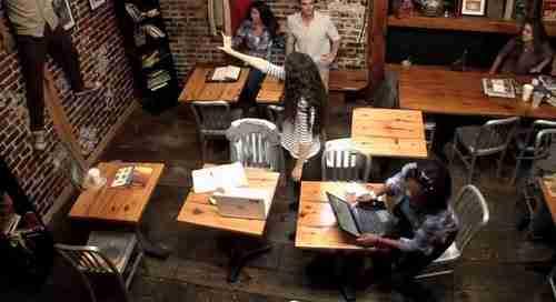 Απίθανη φάρσα με τηλεκίνηση σε Καφέ της Νέας Υόρκης
