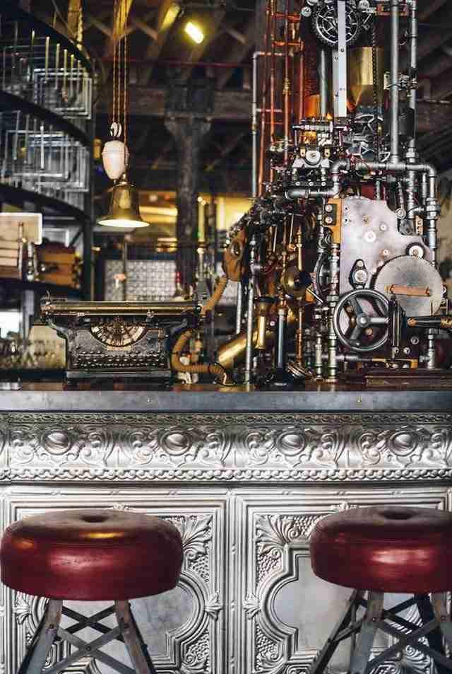 Το καφέ με την πιο φουτουριστική διακόσμηση