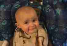 dinfo.gr - Το μωρό που δακρύζει ακούγοντας τη μαμά του να τραγουδάει
