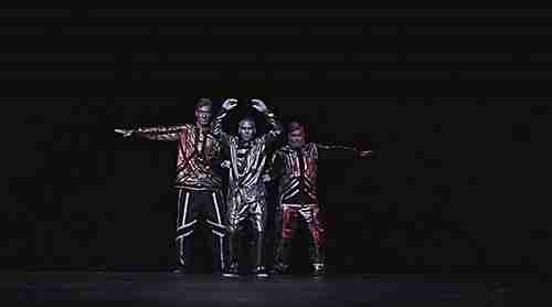 Εκπληκτικός ρομποτικός χορός από τους Robotboys