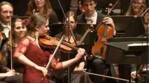 dinfo.gr - Ολλανδή βιολονίστρια ερμηνεύει Τσιτσάνη σε συναυλία κλασικής μουσικής