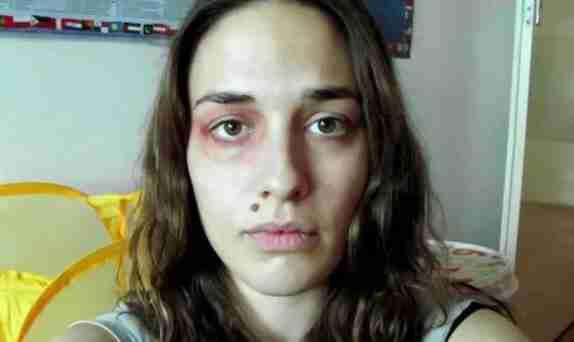 dinfo.gr - Ένας χρόνος ενδοοικογενειακής βίας σε ένα βίντεο ενός λεπτού
