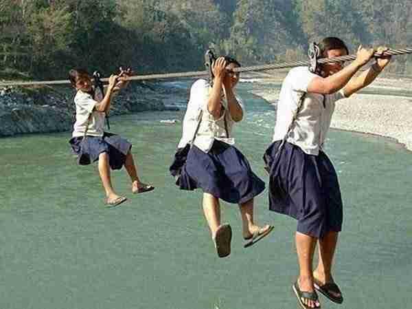 dinfo.gr - Αν νομίζετε ότι αυτά τα παιδιά διασκεδάζουν κάνετε λάθος!