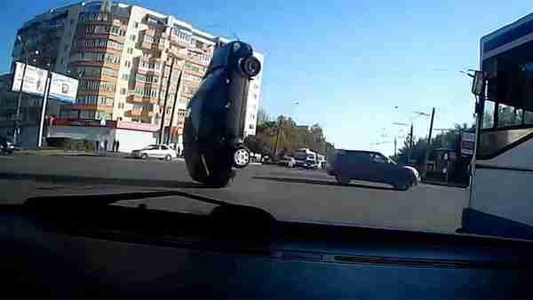 dinfo.gr - Αν έχεις τύχη στον δρόμο, διάβαινε! Οι πιο τυχεροί οδηγοί του 2013!