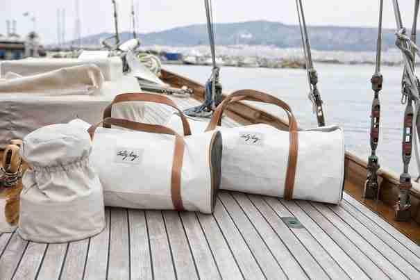 dinfo.gr - Τέσσερις Ελληνες φτιάχνουν τσάντες ανακυκλώνοντας πανιά ιστιοφόρων!