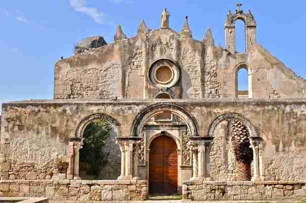 dinfo.gr - 24 εγκαταλελειμένες εκκλησίες γεμάτες μυστήριο!