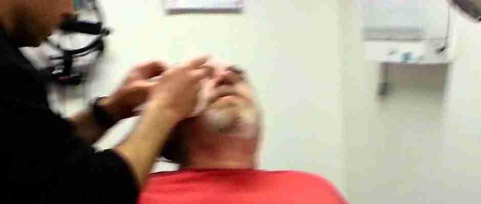 Άντρας βλέπει ξανά μετά από 35 χρόνια!  Συγκλονιστικό βίντεο!
