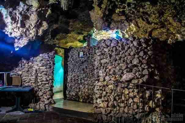 dinfo.gr - Ποτέ δεν θα μπορούσατε να φανταστείτε τι βρίσκεται στο εσωτερικό αυτής της σπηλιάς!