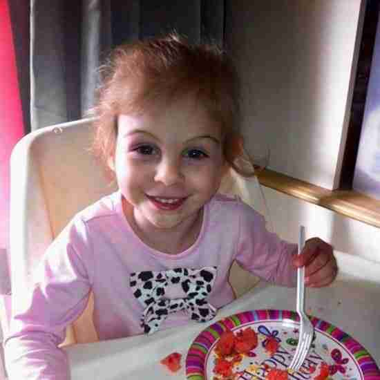 dinfo.gr - Η ιστορία της μικρής Victoria που με τα τραύματα της προκαλούσε φόβο στους πελάτες γνωστού εστιατορίου