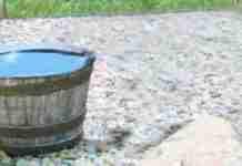 Κάθε μέρα γέμιζαν με νερό αυτό το βαρέλι και κάθε βράδυ άδειαζε. Ώσπου τοποθέτησαν μια κάμερα για να λύσουν το μυστήριο