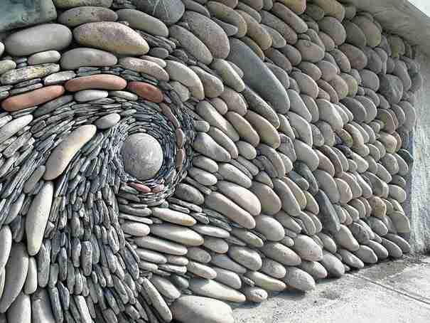 Μαζεύουν βότσαλα και φτιάχνουν μερικά από τα ωραιότερα έργα τέχνης που έχετε δει!