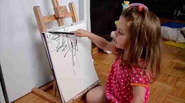 Καλλιτέχνης μεταμορφώνει τα σκίτσα της 2χρονης κόρης της σε υπέροχους πίνακες