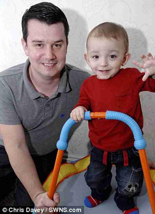 Ένας μυστηριώδης γιατρός σώζει ένα ετοιμοθάνατο μωρό με τον πιο απίστευτο τρόπο