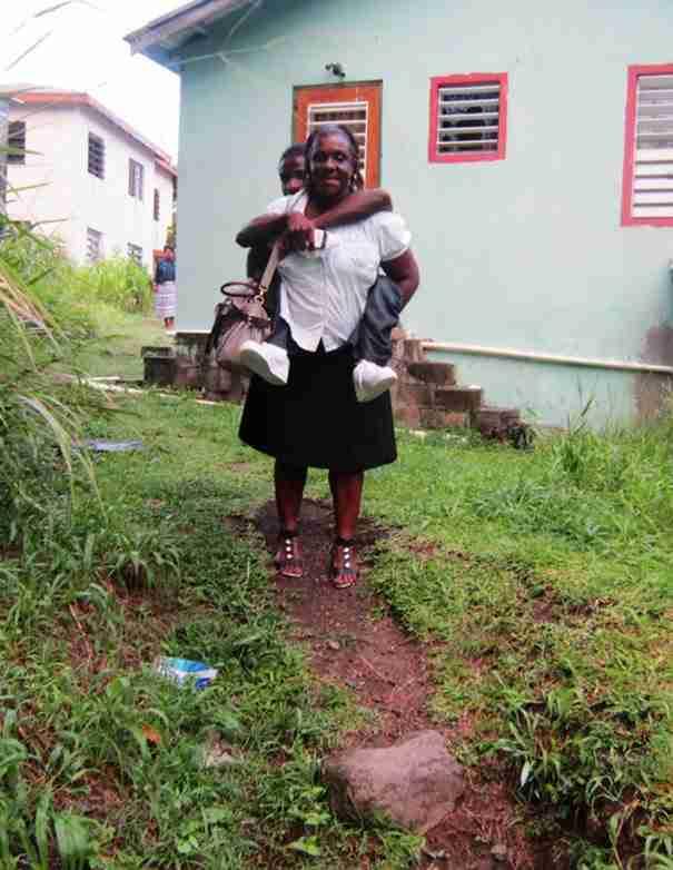 Μια μητέρα κάνει κάθε μέρα κάτι ανεπανάληπτο για τον ανάπηρο γιο της..