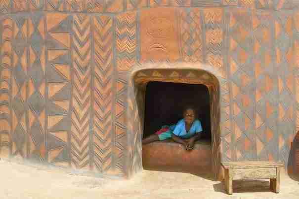 Υπάρχει ένα απομονωμένο χωριό στην Αφρική που τα σπίτια του είναι μικρά έργα τέχνης!