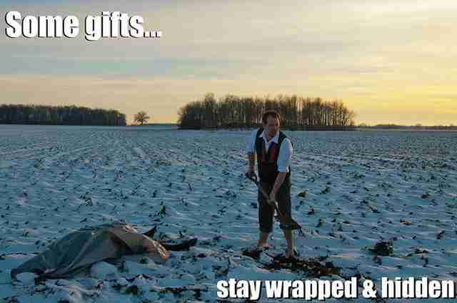 Η μητέρα του είπε ότι πρέπει να στέλνει και εκείνος Χριστουγεννιάτικες κάρτες. Από τότε το μετανιώνει κάθε χρόνο