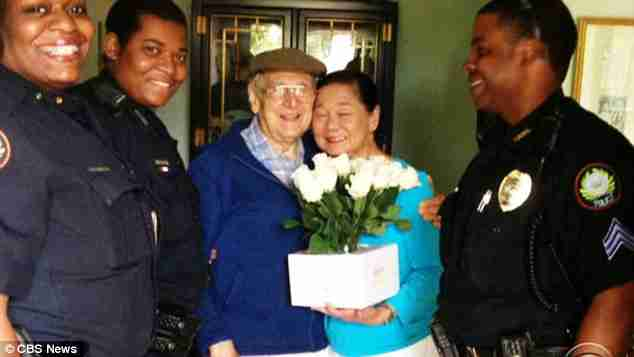 Η αστυνομία βρήκε έναν ηλικιωμένο σε ένα κατάστημα. Αυτό που έκανε θα σας συγκινήσει