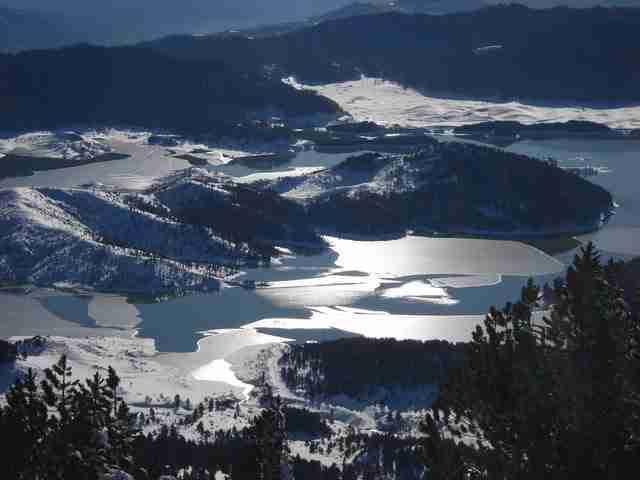 Η τεχνητή λίμνη των πηγών του Αώου