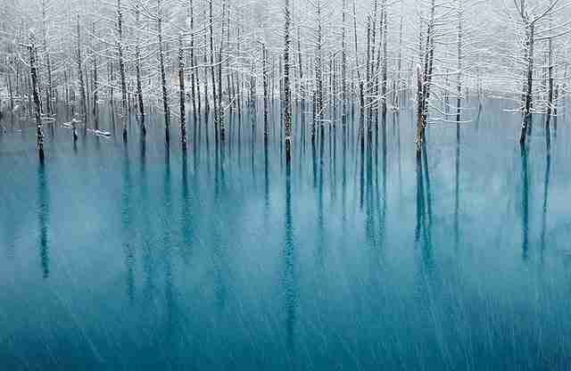 Μπλε λίμνη Στην Ιαπωνία