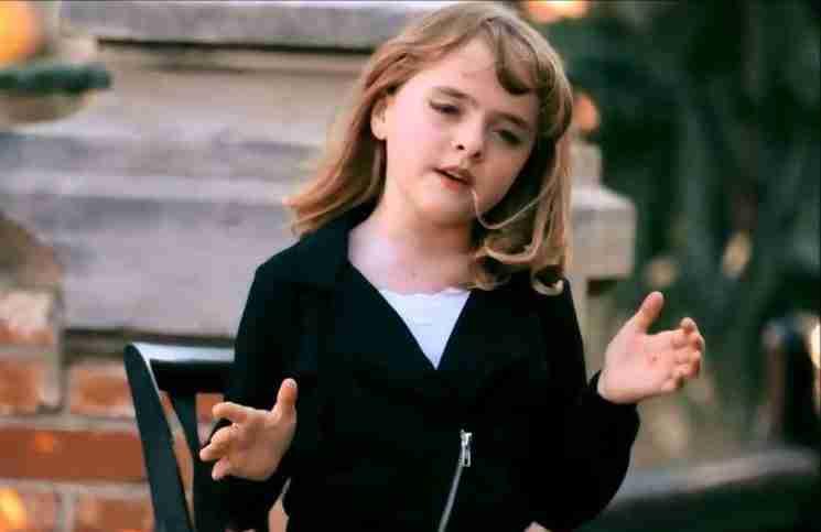 Ένα μικρό κοριτσάκι τραγουδά Adele τόσο καλά που θα δυσκολευτείτε να πιστέψετε ότι το βίντεο είναι αληθινό
