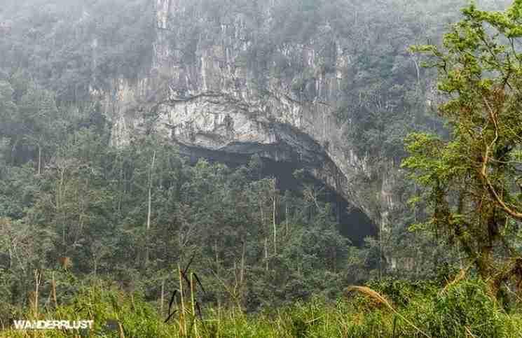 Ένας άντρας παρατηρήσε αυτή τη τρύπα στο βράχο. Αυτό που υπήρχε στο εσωτερικό της κατέπληξε τον κόσμο