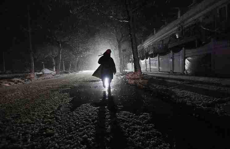 Ένας άντρας πήγε να βοηθήσει ένα κορίτσι που δέχονταν επίθεση. Έγινε όμως κάτι που δεν μπορούσε να περιμένει