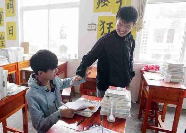 Ο Xie Xu και ο Zhang Chi είναι με διαφορά οι κορυφαίοι μαθητές στην τάξη τους.