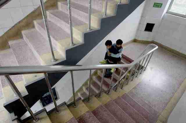 Σύντομα οι δρόμοι των δυο φίλων θα χωρίσουν, αφού θα τελειώσουν το σχολείο και πιθανότατα θα περάσουν σε διαφορετικά κολέγια.