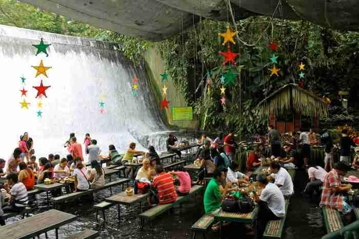 Εστιατόριο στους Καταρράκτες Labassin, San Pablo City, Φιλιππίνες