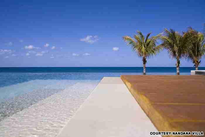Πισίνα στο Nandana Villas στις Μπαχάμες