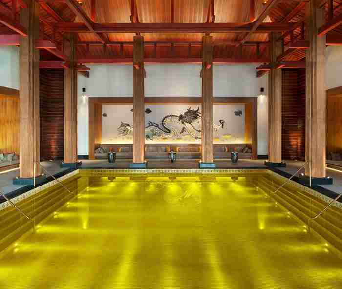 Χρυσή πισίνα στο St Regis στη Λάσα, Θιβέτ