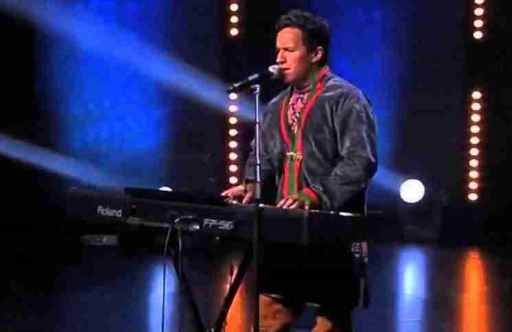 Ανέβηκε στη σκηνή να τραγουδήσει για τον νεκρό του φίλο. Όταν τελείωσε όλοι έκλαιγαν.