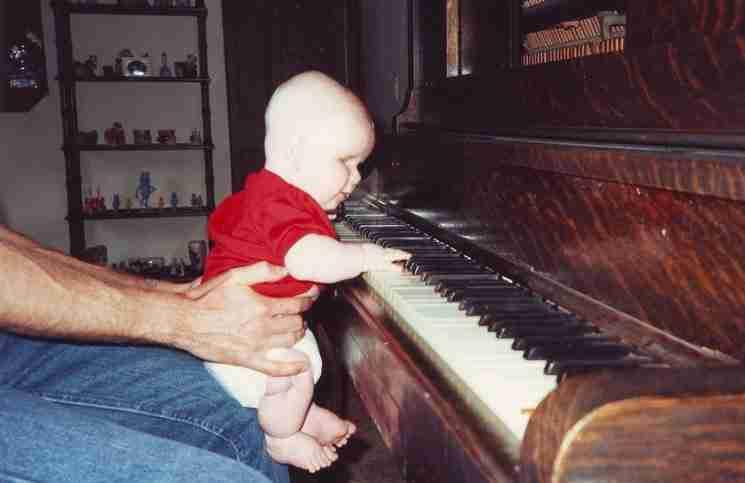 Γεννήθηκε χωρίς μάτια, αλλά όταν κάθεται στο πιάνο κάτι μαγικό συμβαίνει