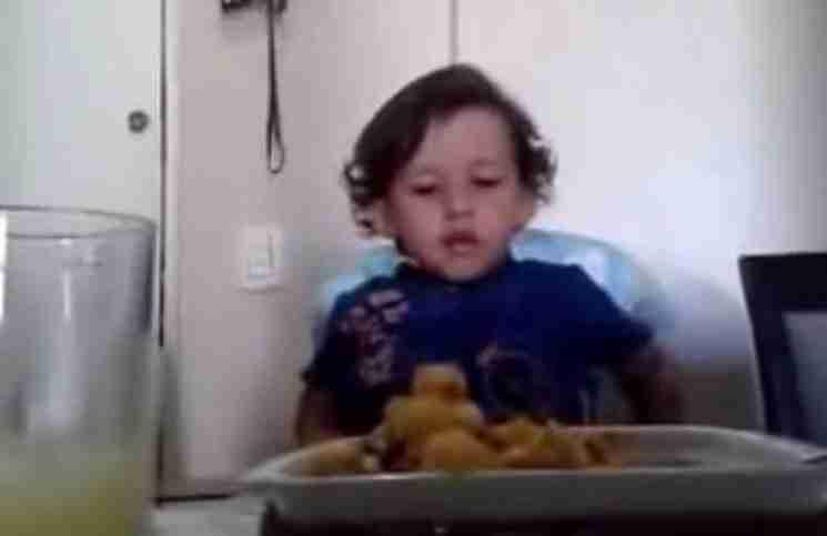 Αυτό το μικρό αγόρι έκανε την μητέρα του να δακρύσει. Ακούστε τι της είπε!