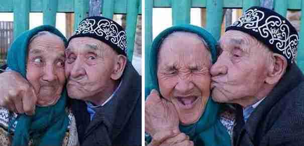 Αυτό το όμορφο ζευγάρι από το χωριό Khalilov της Ρωσίας είναι παντρεμένο για 65 χρόνια. Ποτέ όμως δεν σταμάτησε να πειράζει ο ένας τον άλλον..