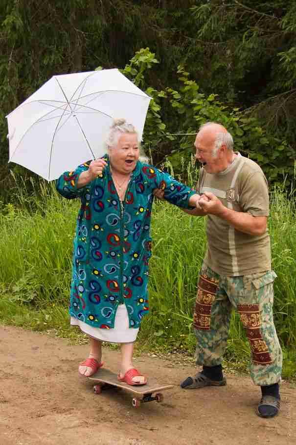 Είσαι τόσο γέρος όσο αισθάνεσαι. Αυτό το ζευγάρι το επιβεβαιώνει..