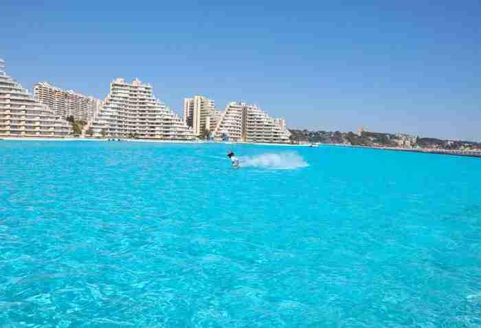 Γιατί η πισίνα του San Alfonso Del Mar, ενός ιδιωτικού θέρετρου στο Algarrobo της Χιλής είναι με μεγάλη διαφορά η μεγαλύτερη πισίνα σε όλο τον κόσμο!