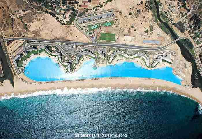 Αυτή η πισίνα κόστισε για να κατασκευαστεί περίπου 2 δισεκατομμύρια δολάρια!