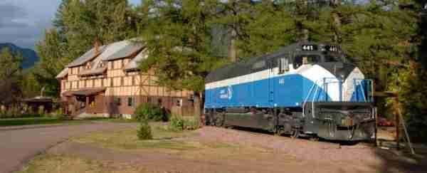Από μακριά μοιάζει με ένα παλιό, εγκαταλειμμένο τρένο. Αλλά όλα αλλάζουν όταν ανεβείτε τη σκάλα..