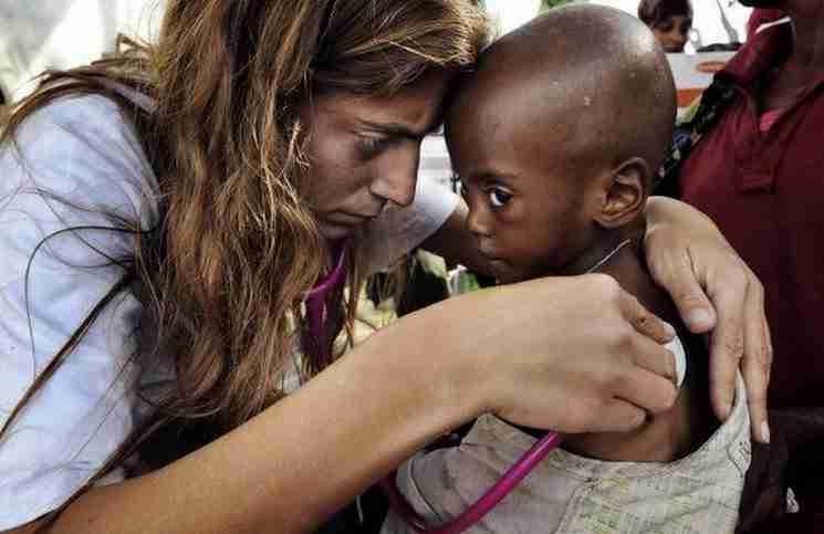 Αντιγόνη Καρκανάκη: Η Κρητικοπούλα που παράτησε τη δουλειά της για να σώσει ζωές σε όλο τον κόσμο