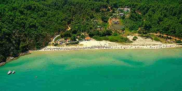 Η παραλία του Παραδείσου στη Θάσο.