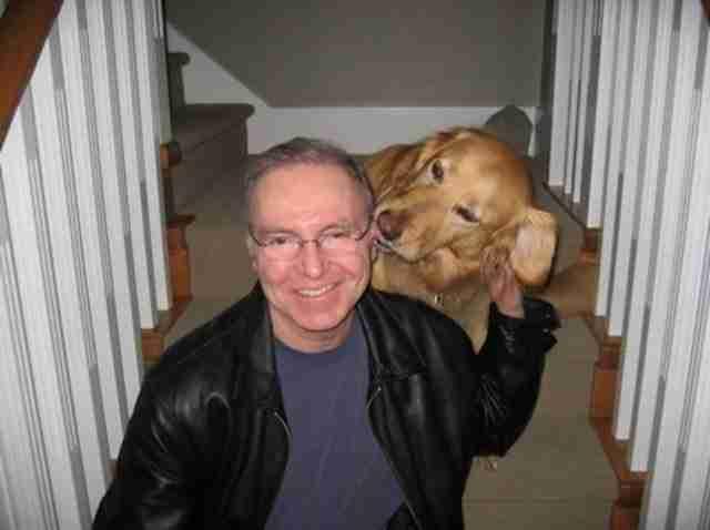 Τον φρόντισαν, τον εκπαίδευσαν και τον έφεραν σε επαφή με άλλα σκυλιά για να παίξει και να κάνει φιλίες.