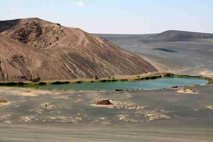Αυτός ο κρατήρας στην έρημο κρύβει μέσα του κάτι μοναδικό!