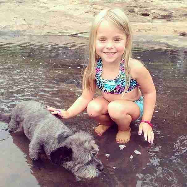 Η κόρη της Nicole,η Paisley έχει γίνει η αχώριστη σύντροφος του Chester.