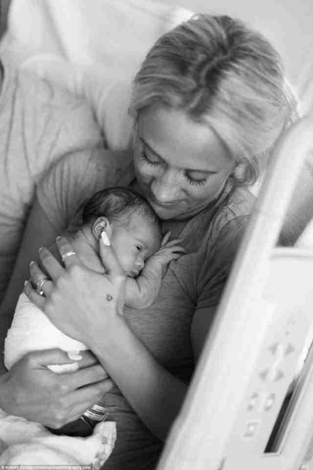 Το μωρό είναι τόσο χαριτωμένο! Το ονόμασαν Τίλλυ.