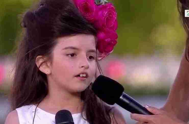 Όταν αυτό το 8χρονο κορίτσι αρχίζει να τραγουδά, δεν θες να σταματήσει..